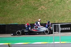 Fernando Alonso, McLaren MP4-31 stoppt auf der Strecke