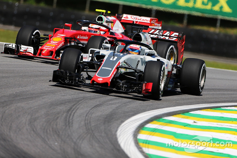 Romain Grosjean, Haas F1 Team VF-16 and Kimi Raikkonen, Ferrari SF16-H with Halo cockpit covers