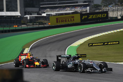 Lewis Hamilton, Mercedes AMG F1 W07 Hybrid, Max Verstappen, Red Bull Racing RB12