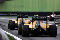 Kevin Magnussen, Renault Sport F1 Team RS16 and Jolyon Palmer, Renault Sport F1 Team RS16 at the end of the pit lane
