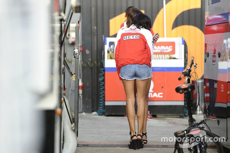 Чарівна дівчина Octo Pramac Racing