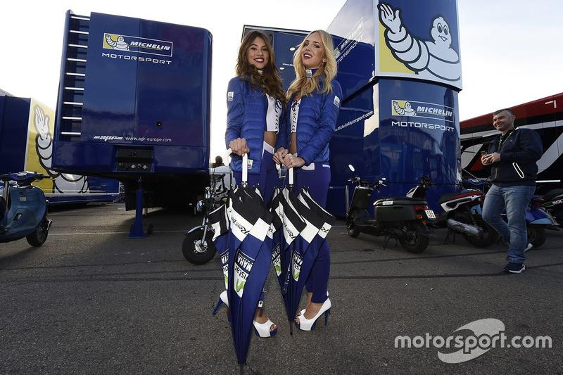 Grid girls Team Suzuki Ecstar MotoGP