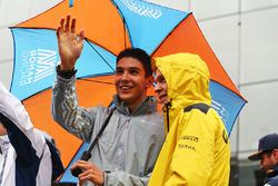 Fahrerparade: Esteban Ocon, Manor Racing; Kevin Magnussen, Renault Sport F1 Team