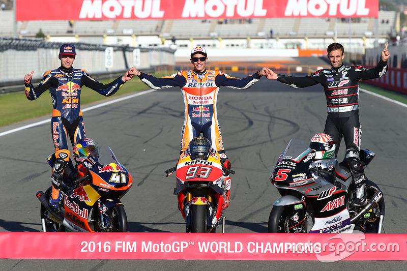Los tres campeones 2016: MotoGP, Marc Marquez, Repsol Honda Team, Moto2  Johann Zarco, Ajo Motorsport, Moto3, Brad Binder, Red Bull KTM Ajo