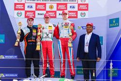 Podium: race winner Mick Schumacher, second place Joey Mawson, third place Ralf Aron