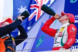 Podium: segundo, Joey Mawson, tercero, Mick Schumacher