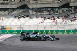 Lewis Hamilton, Mercedes AMG F1 W07 Hybrid spins in the first practice session