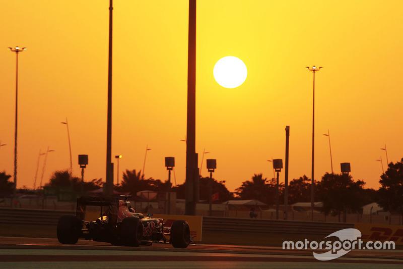 17: Daniil Kvyat, Scuderia Toro Rosso STR11