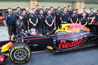 Max Verstappen, Red Bull Racing op teamfoto
