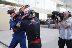 Campeón 2016 GP2 Series Pierre Gasly, PREMA Racing y el ganador de la carrera Alex Lynn, DAMS
