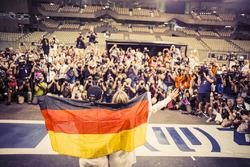 خلف الكواليس وحصول نيكو روزبرغ، مرسيدس على بطولة العالم