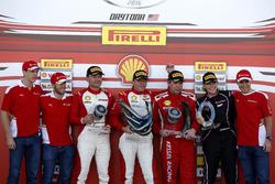 Podyum: 1. Thomas Loefflad, StileF Squadra Corse; 2. Vladimir Hladik, Baron Service; 3. Rick Lovat, Kessel Racing; Corinna Gostner, Ineco - MP Racing ve James Calado; Sam Bird; Davide Rigon