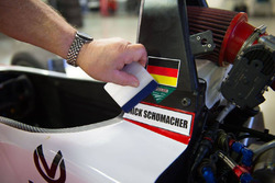 Un sticker Mick Schumacher