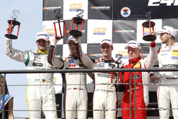 Podium: les deuxièmes #12 Manthey Racing Porsche 991 GT3 R: Otto Klohs, Sven Müller, Matteo Cairoli, Jochen Krumbach