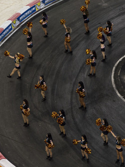 Team USA NASCAR Kyle Busch, beats ROC Factor Canada Stefan Rzadzinski, driving the VUHL 05