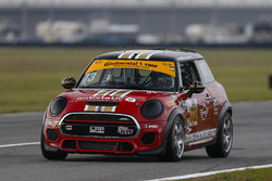 #73 MINI JCW Team, MINI Cooper John Cooper Works: Derek Jones, Mat Pombo