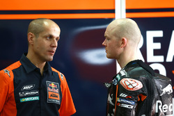 Bradley Smith, Red Bull KTM Factory Racing con Tom Jojic