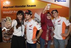 Marc Marquez, Repsol Honda Team; Dani Pedrosa, Repsol Honda Team mit Fans