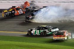 Matt Tifft, Joe Gibbs Racing Toyota, ve Brandon Hightower, Toyota, kaza