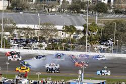 Jimmie Johnson, Hendrick Motorsports Chevrolet crash