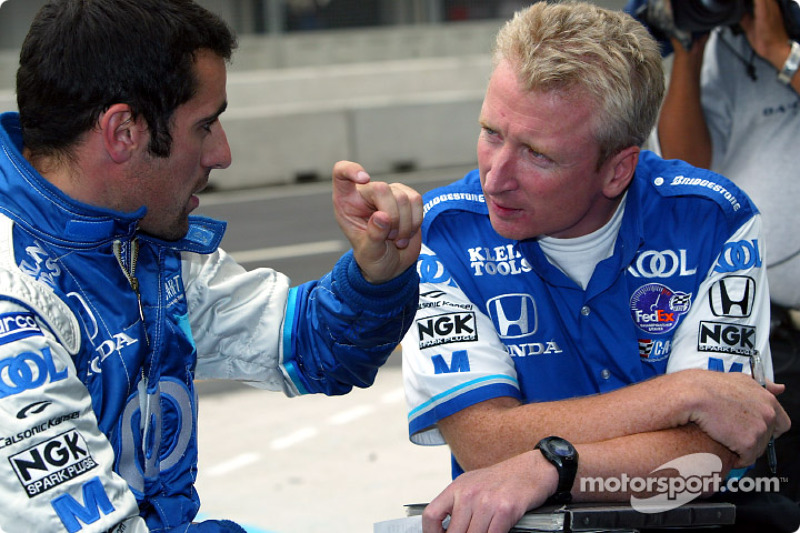 Dario Franchitti talking with his chief engineer, Allen McDonald