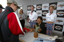 Alex Zanardi signs autographs