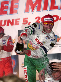 Podium: champagne for Ryan Hunter-Reay