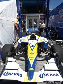 Rodolfo's team unloads his car
