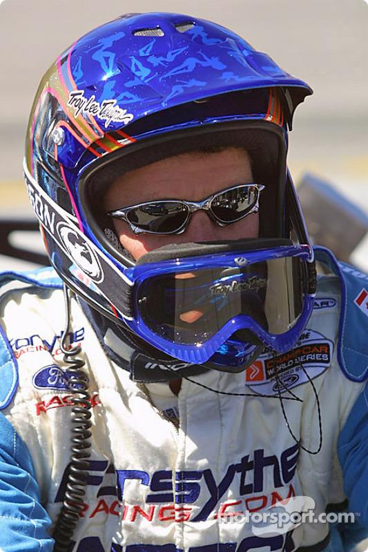 Un mécanicien Forsythe Championship Racing attent le prochain arrêt
