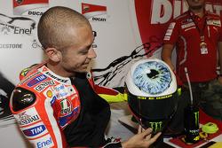 Valentino Rossi dévoile son casque