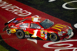 Crash on the last lap, exiting turn 4: Jamie McMurray, Earnhardt Ganassi Racing Chevrolet