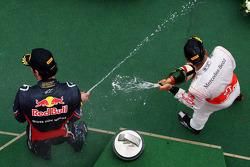 Podio: ganador de la carrera Lewis Hamilton, McLaren Mercedes, tercer lugar Mark Webber, Red Bull Ra