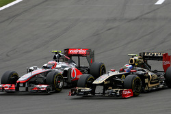 Jenson Button, McLaren Mercedes and Vitaly Petrov, Lotus Renalut F1 Team
