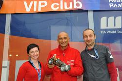 Gabriele Tarquini, Seat Leon 2.0 TDI, Lukoil - Sunred with a fan