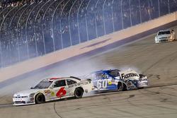 Crash auf der Zielgerade: Ricky Stenhouse Jr. und Carl Edwards