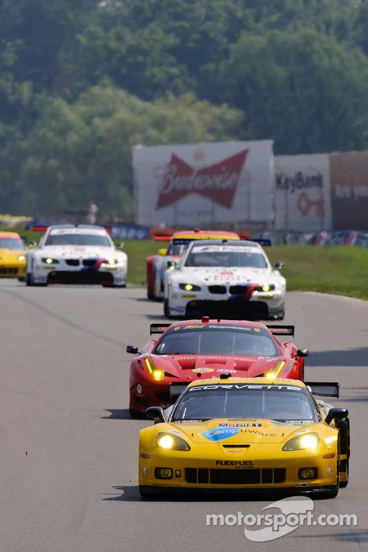 #4 Corvette Racing Chevrolet Corvette C6 ZR1: Oliver Gavin, Jan Magnussen, #62 Risi Competizione Fer