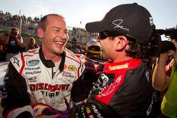 Pole Jacques Villeneuve, Penske Racing Dodge viert met 2de Alex Tagliani, Penske Racing Dodge