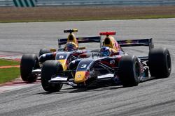 Bataille entre Daniel Ricciardo et Jean-Eric Vergne