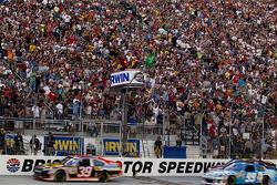Start: Ryan Newman, Stewart-Haas Racing Chevrolet leads the field