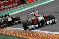 Adrian Sutil, Force India F1 Team leads Vitaly Petrov, Lotus Renault GP