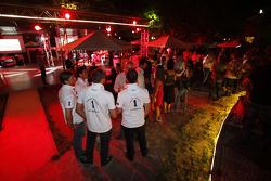 The DAMS team wear the Champion T shirts of Romain Grosjean