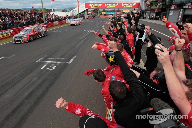 #2 Toll Holden Racing Team: Garth Tander, Nick Percat wins