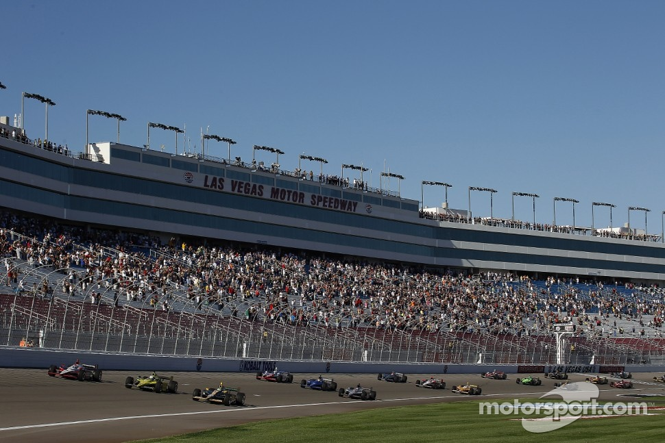 Drivers complete a five lap tribute to Dan Wheldon