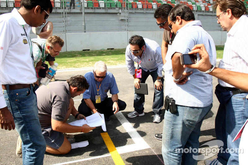 Charlie Whiting, FIA Safety delegate, Race director & offical starter