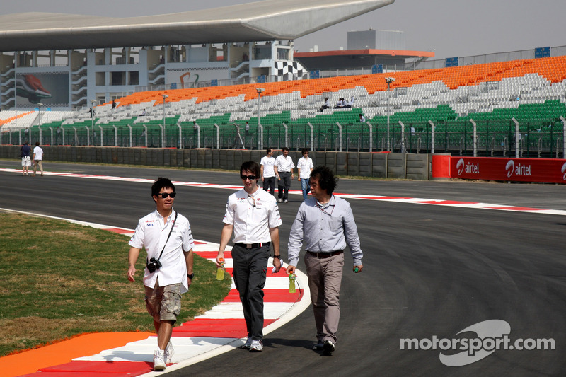 Kamui Kobayashi, Sauber F1 Team walks the track