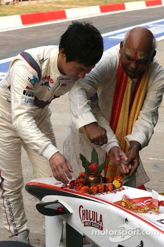 Kamui Kobayashi, Sauber F1 Team, Sauber F1 Team Indian blessing ceremony, car Puja