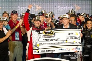 Victory lane: NASCAR Sprint Cup Series 2011 champion Tony Stewart, Stewart-Haas Racing Chevrolet receives his winning check