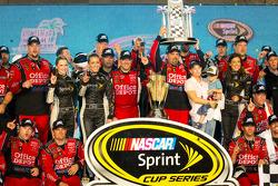 Victory lane: NASCAR Sprint Cup Series 2011 champion Tony Stewart, Stewart-Haas Racing Chevrolet celebrates