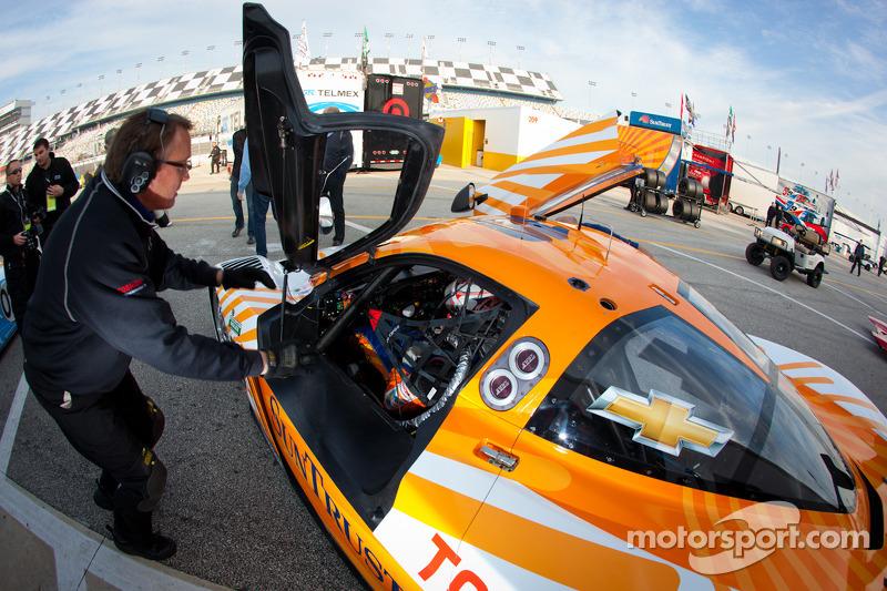 Pit stop practice for #10 SunTrust Racing Chevrolet Corvette DP: Max Angelelli, Ricky Taylor, Ryan Briscoe