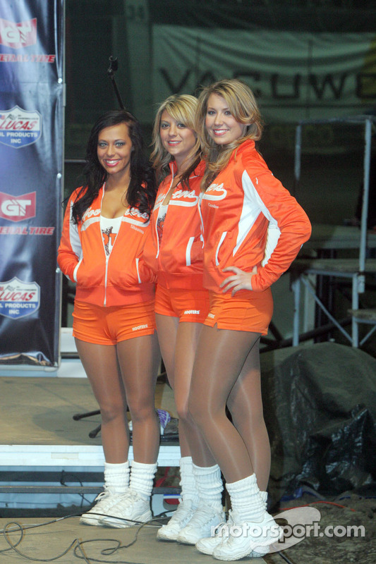 The Hooters Girls At Chili Bowl